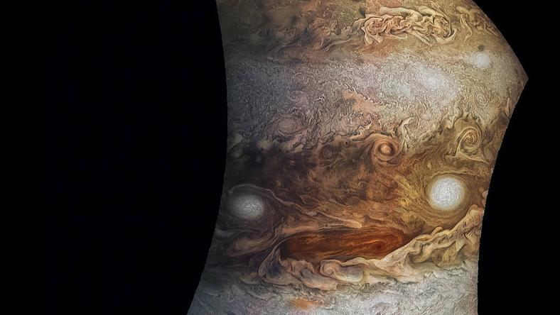 Nowe ilustracje i zdjęcia Jowisza