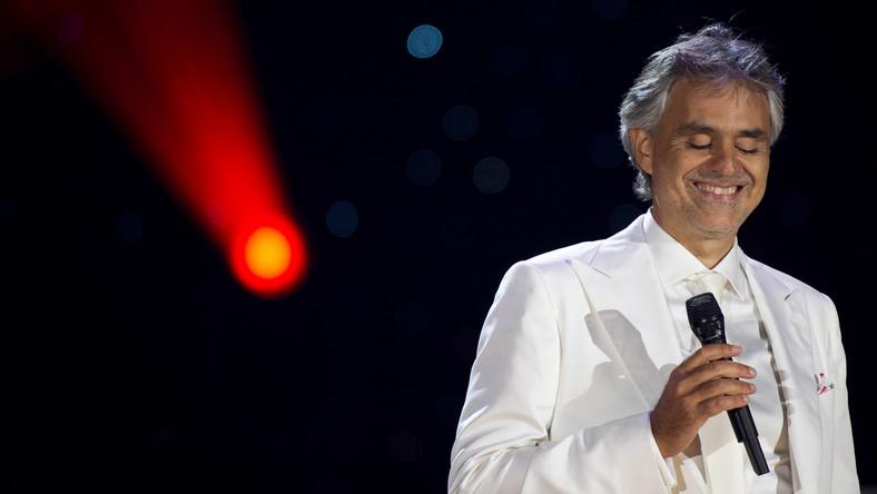20 lat światowej kariery i ponad 80 milionów sprzedanych albumów czyni z włoskiego tenora prawdziwą legendę. Andrea Bocelli sukces zawdzięcza unikatowemu połączeniu świata muzyki rozrywkowej i poważnej. Jest zdobywcą wielu prestiżowych nagród (np. Złoty Glob), a jego płyty biją wszelkie rekordy pod względem sprzedaży. Bocelli występował przed papieżem, królami, książętami, prezydentami. O duety z tym wspaniałym tenorem zabiegają największe nazwiska świata muzyki. Solowych koncertów daje zaledwie kilkanaście w roku, dlatego każdy jego występ to wielkie wydarzenie, prawdziwa gratka dla muzycznych koneserów