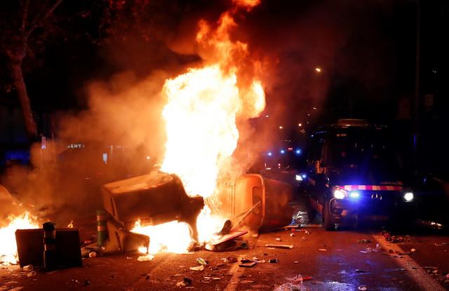 Neredi u toku utakmice Barselona - Real Madrid