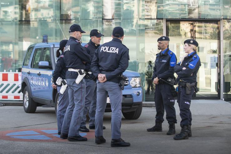 Švajcarska policija, EPA -PABLO GIANINAZZI