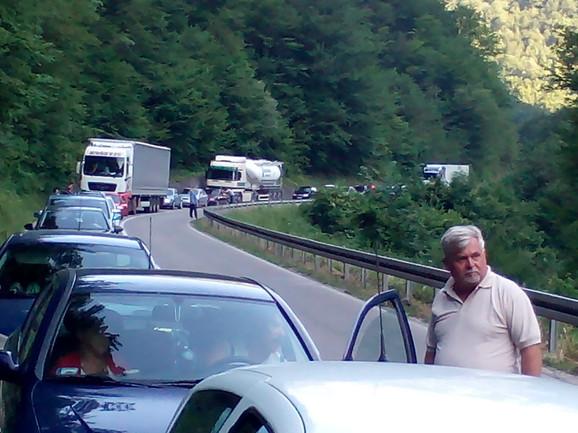 Na crnogorskoj granici su vraćani vozači sa potvrdom o produženju registracije