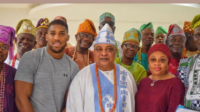 Anthony Joshua meets traditional rulers in Sagamu on a visit to his parents' hometown