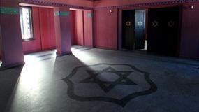 Olsztyn: W Domu Mendelsohna zawieszono lampy wzorowane na oryginalnych