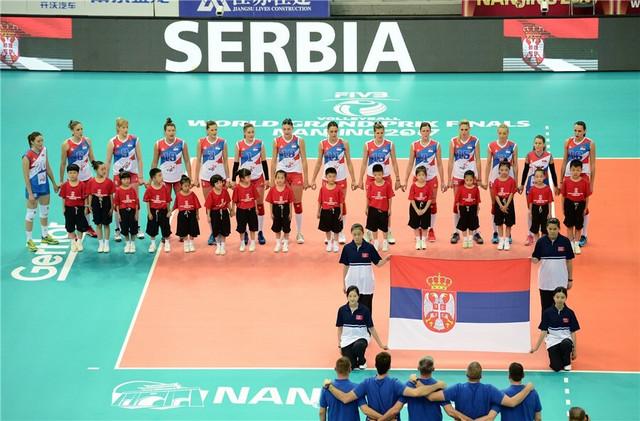 Odbojkašice Srbije pred početak meča sa Amerikankama