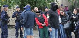 Mamuka K. podczas wizji lokalnej. Pilnowało go ponad 20 policjantów