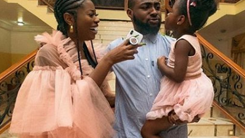 Davido says he only allowed his baby mama, Sophia Momodu to join him in his plane to Ghana for the sakes of his daughter, Imade.Davido has come out to clear the air about the rumoured fling with his baby mama, Sophie Momodu. [LindaIkeji]