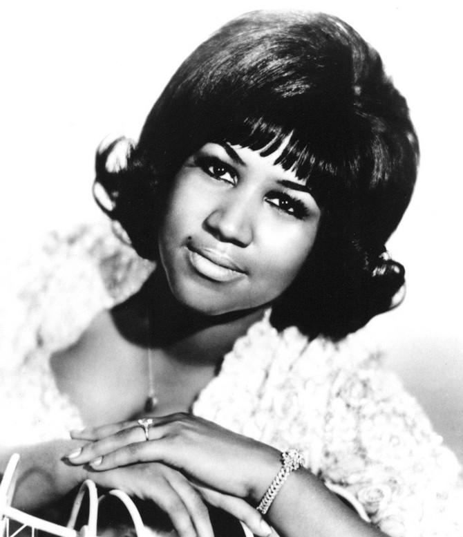 Od rane mladosti pevanju su je podučavale tadašnje zvezde Mahalija Džekson i Klara Vord