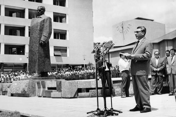 Aleksandar Ranković otkrio Titov spomenik 1961.