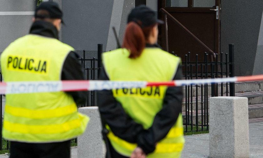 Piaski Szlacheckie. Pod domem znaleziono trzy ciała