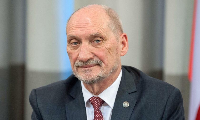 Macierewicz wytknął błąd TVP Info