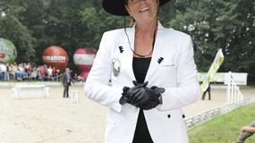 Gwiazdy w kapeluszach na zawodach jeździeckich