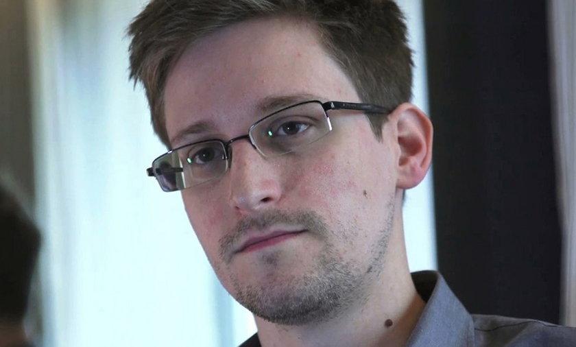 Gdzie jest Snowden, wróg nr 1 USA? Wylądował w Moskwie?