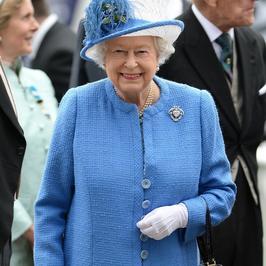 Elżbieta II na wyścigach Investec Derby 2016