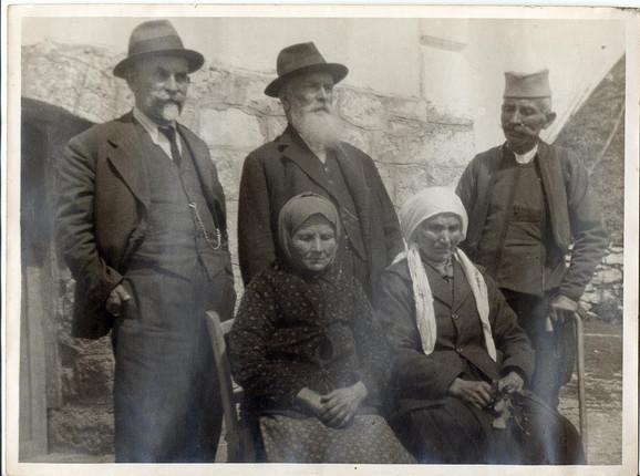 Čedomir Čakarević (u sredini) 1930. godine