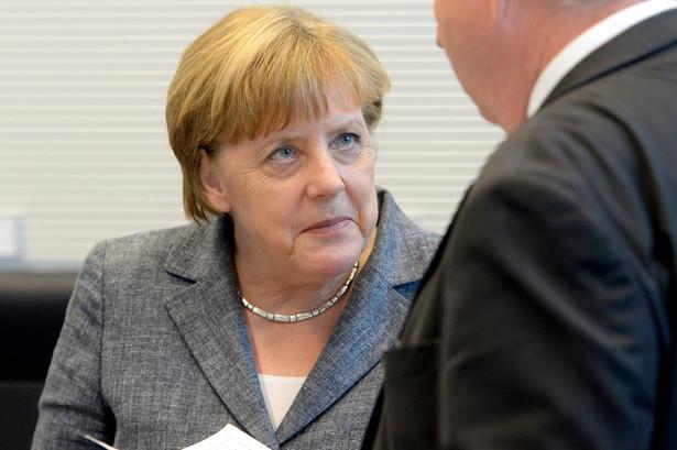 """Zamachy stanowią """"naruszenie cywilizacyjnego tabu"""" - powiedziała Merkel na spotkaniu z dziennikarzami."""