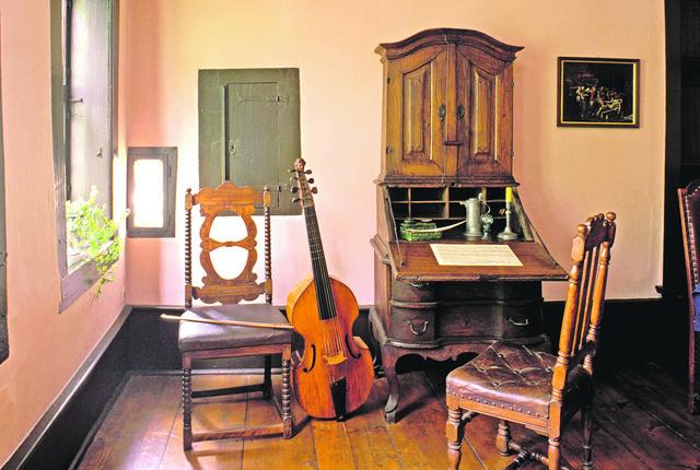 Kuća u kojoj je danas smešten njegov muzej datira još iz XIII veka i u nju hrle svake godine hiljade posetilaca iz celog sveta, Bahu u poklonjenje