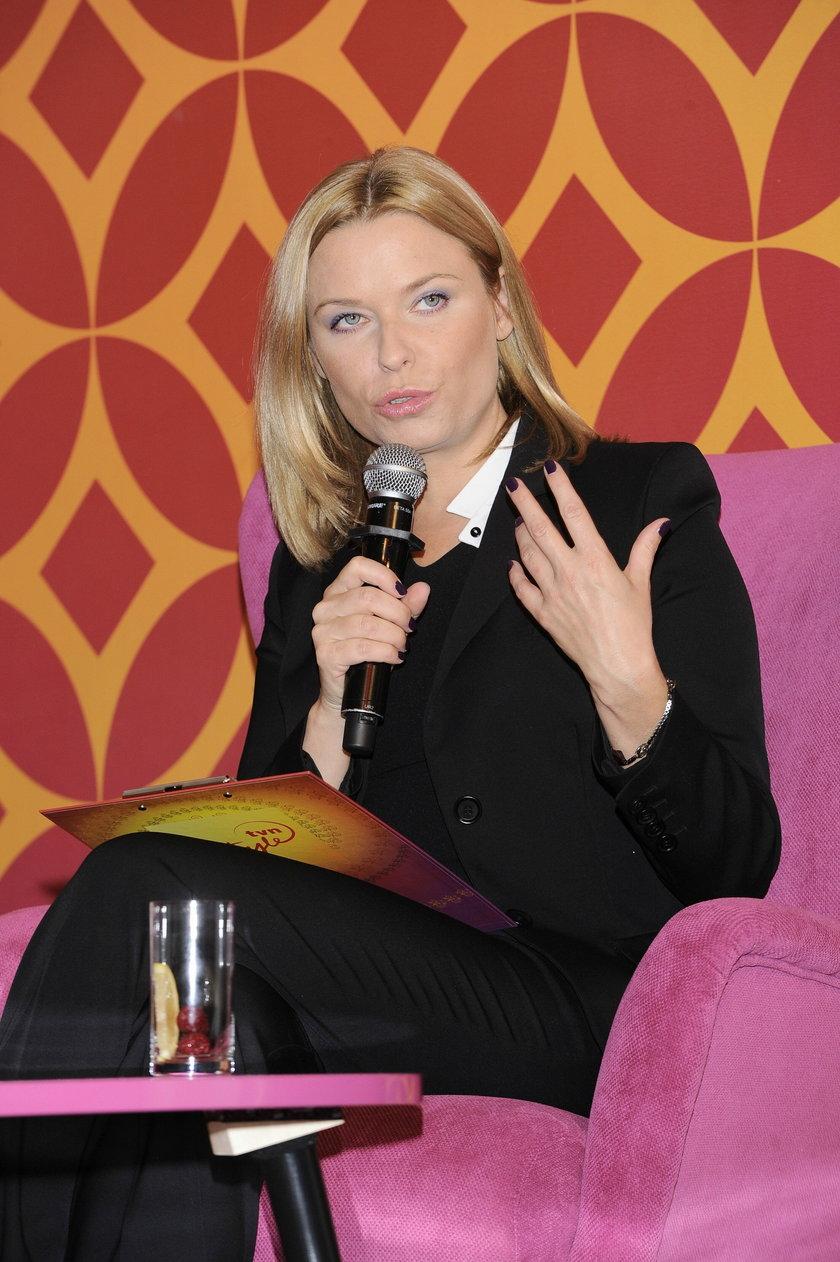Paulina Młynarska z mikrofonem