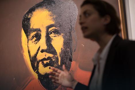 "Izor de Vjel Kastel iz ""Sadebiza"" ispred Maovog portreta"