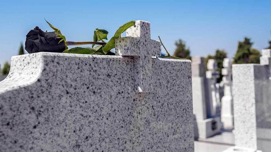 Jak przechytrzyć złodziei cmentarnych?