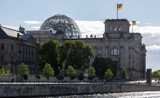 Berlin rozbroił konstytucyjną minę. Bundestag poparł program skupowania obligacji przez EBC