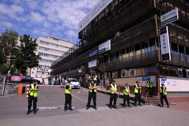 Policja przed siedzibą Prawa i Sprawiedliwości