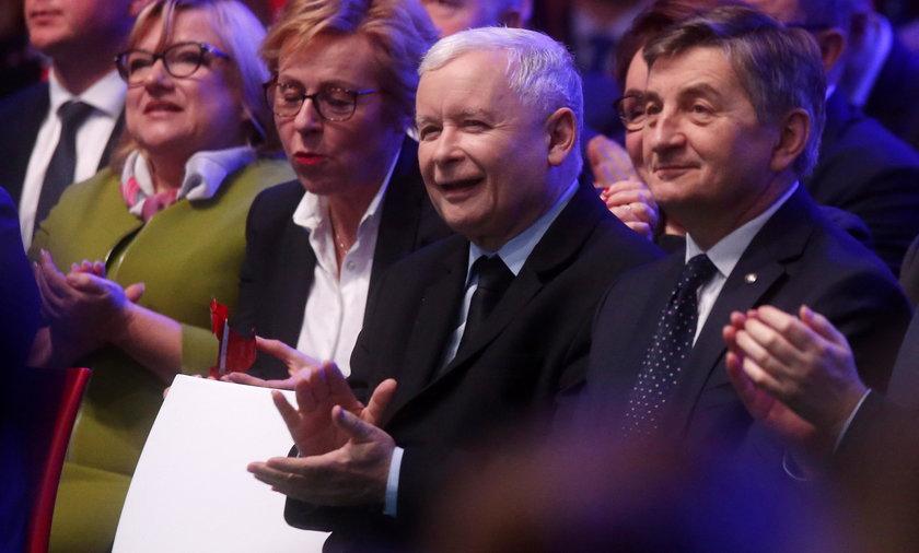 PiS zapowiada kolejne dodatki dla Polaków
