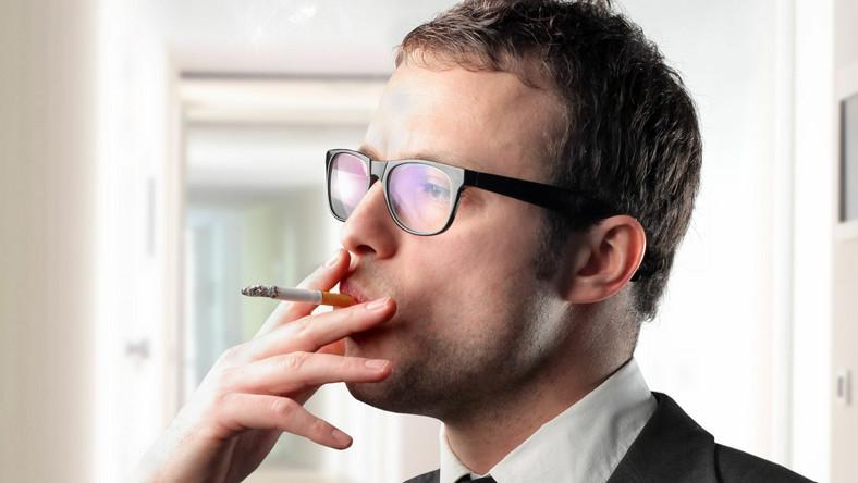 Wprowadzenie ostrzeżeń obrazkowych na paczkach papierosów oduczy palaczy palenia?