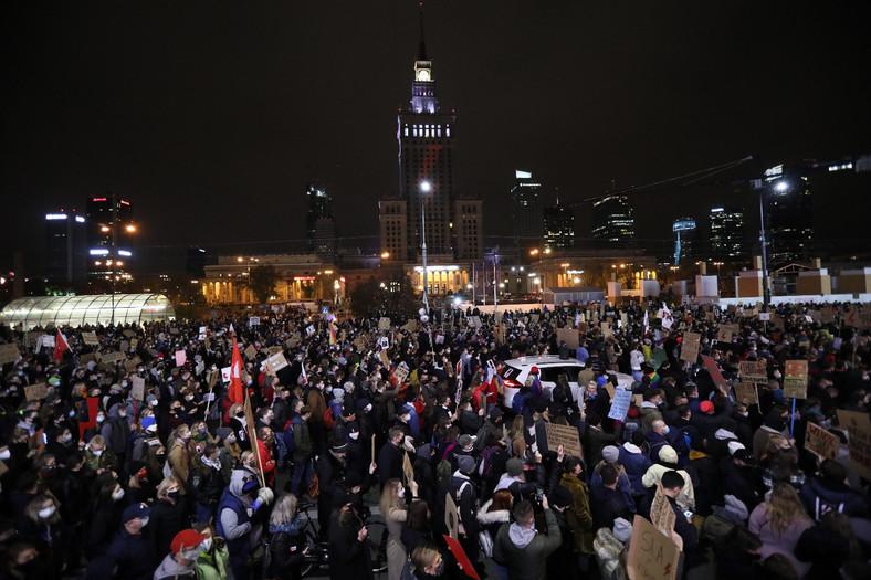 """Uczestnicy protestu pod hasłem """"Na Warszawę!"""" w centrum stolicy."""