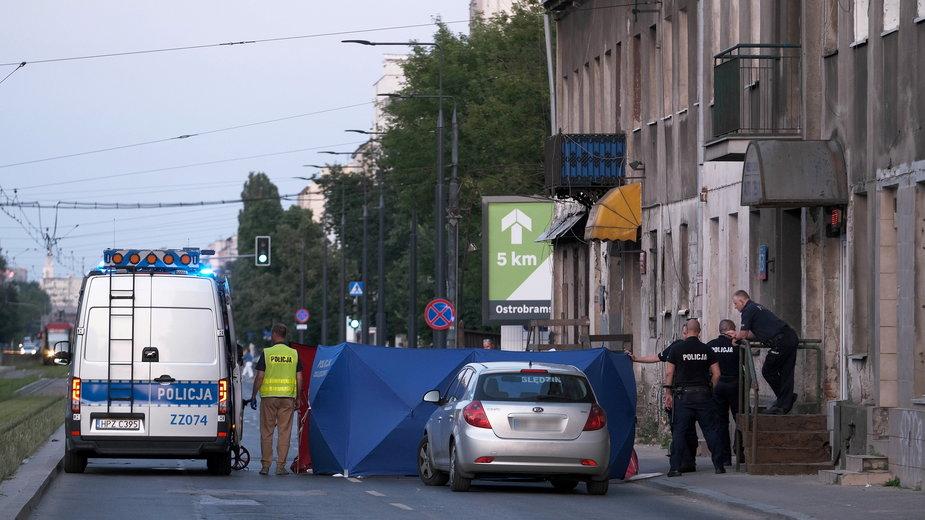 Policja na miejscu śmiertelnego wypadku w Warszawie