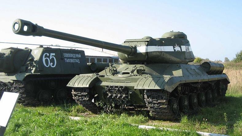 Prace nad czołgiem IS-4 rozpoczęły się w listopadzie 1943 roku, jednak do produkcji wszedł dopiero po wojnie, w 1946 roku