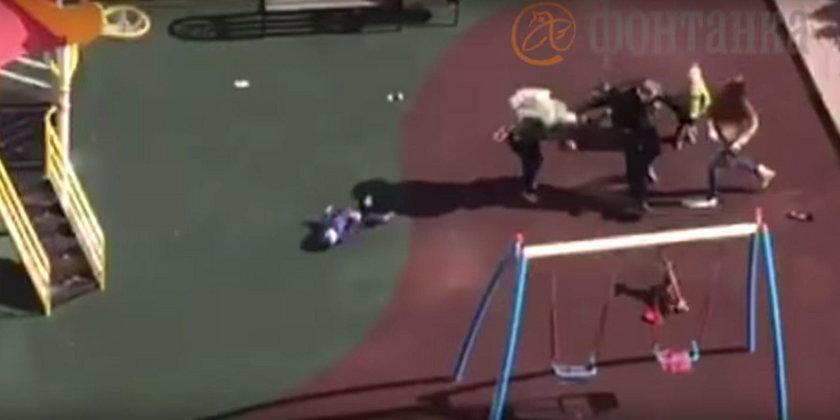 Kobieta kopnęła cudze dziecko na placu zabaw. Znokautowała je