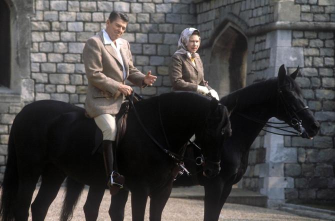 Kraljica Elizabeta i bivši američki predsednik Ronald Regan