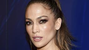 Jennifer Lopez kusi biustem na premierze. Co za kształty!