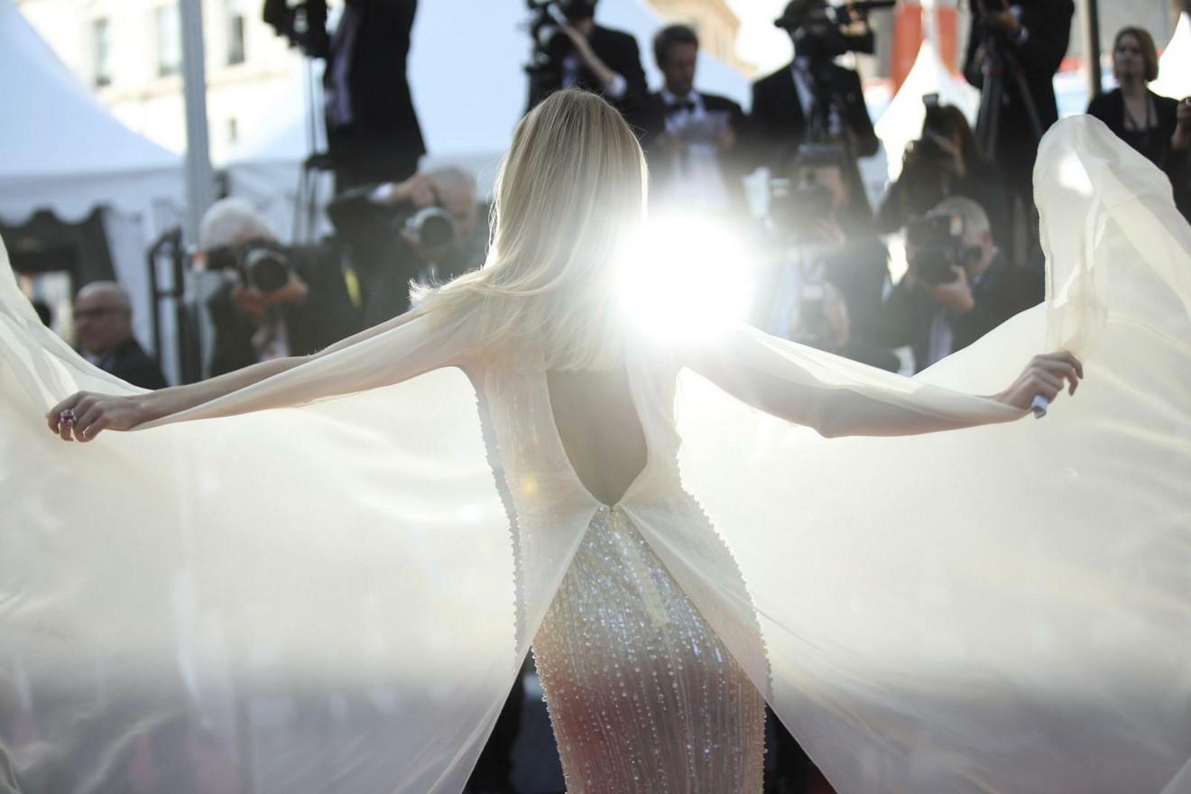 Zablistala bukvalno Anđeoska krila pred fotoreporterima u Kanu