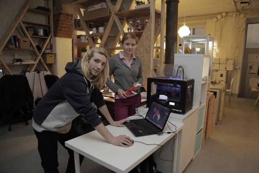 Prototyp protezy dłoni wydrukowany na drukarce 3D w PriPla