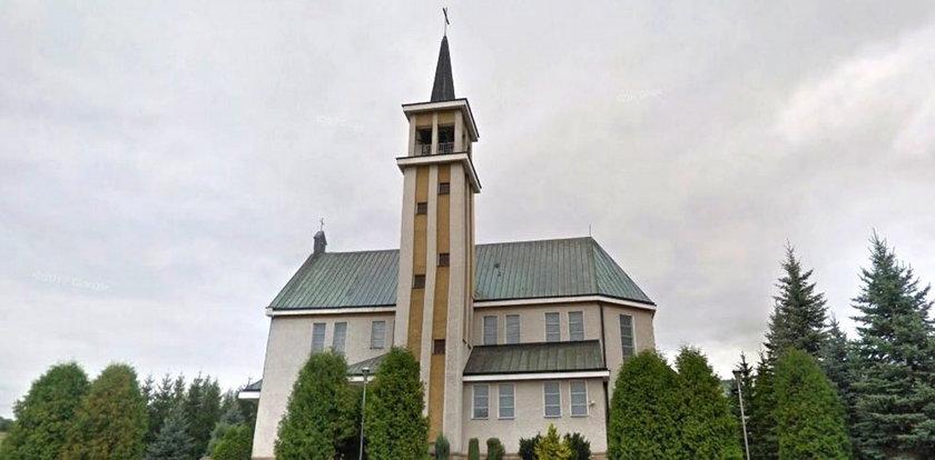 Tłumy podczas mszy w kościele w Kątach. Ksiądz mówił o donosicielstwie i kapusiach