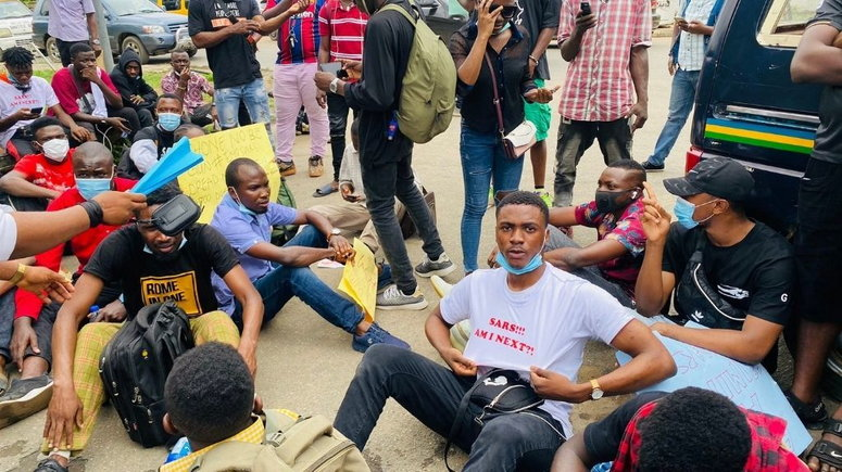 #EndSars Protesters in Lagos on Friday, October 9, 2020. (Headtopic)