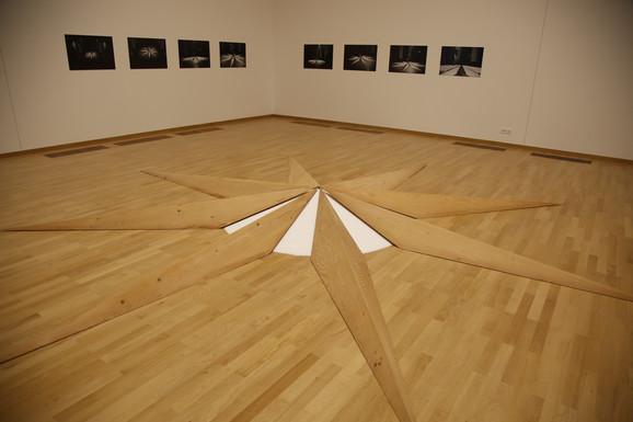 Stella nautica (Nautička zvezda), 1988, fotografija: Saša Reljić, Kolekcija Muzeja savremene umetnosti, Beograd