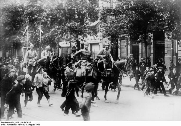 Wejście wojsk niemieckich do Warszawy. 5 sierpnia 1915 roku. Fot. Bundesarchiv, Bild 183-R42025 / Alfred Kühlewindt / CC-BY-SA 3.0