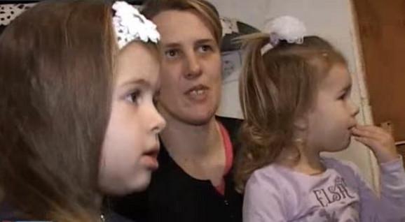 Jovana sa mamom i sestrom