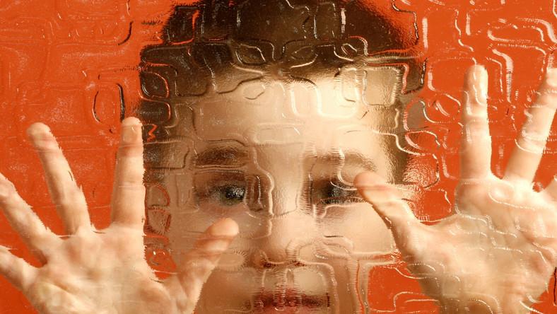 Co wywołuje autyzm? Badanie z udziałem bliźniąt jednojajowych