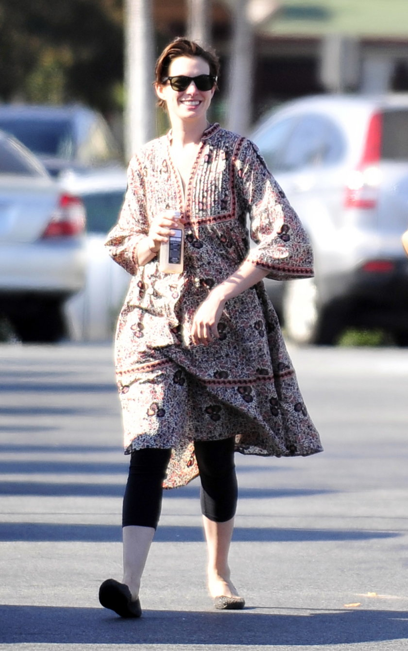 Anne Hathaway za duża sukienka