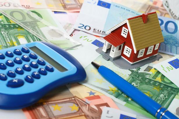 NBP podał, że głównym czynnikiem wpływającym na zaostrzenie polityki kredytowej banków było ryzyko związane z przewidywaną sytuacją gospodarczą