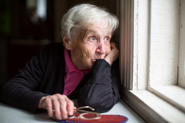 Większość oszustów bazuje na łatwowierności osób starszych