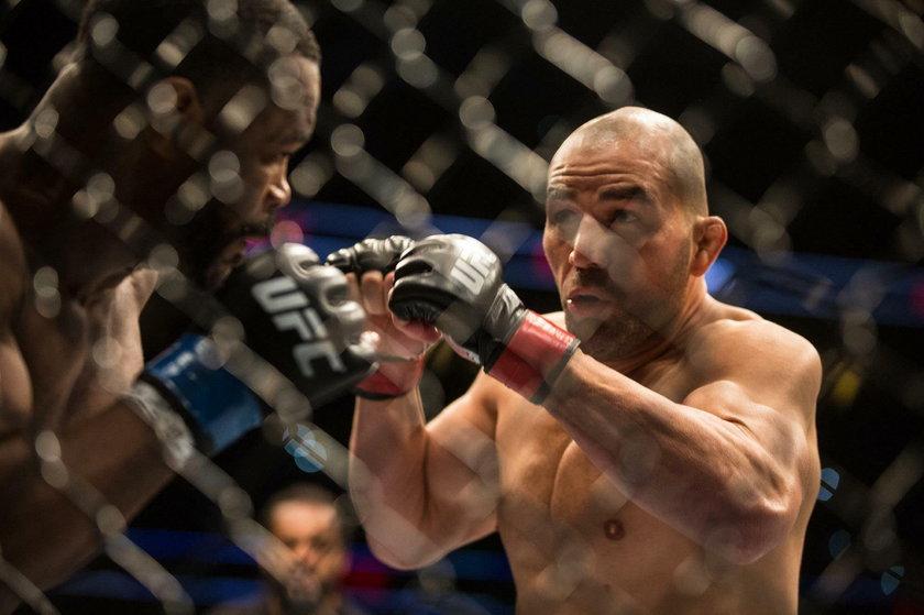 Bilans Glovera Teixeiry (41 l.) w UFC to 15 zwycięstw i 5 porażek.