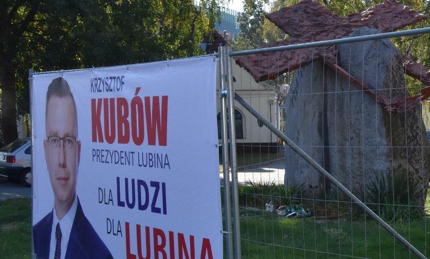 Skandal. Powiesili plakaty w miejscu zbrodni!