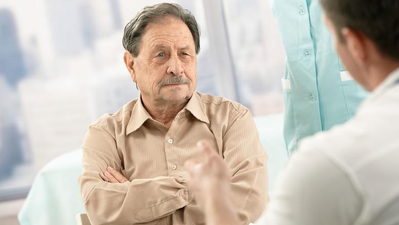Starszy mężczyzna u lekarza