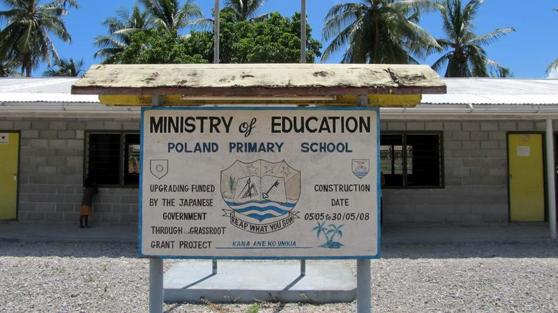 Szkoła podstawowa we wsi Poland na Kiribati