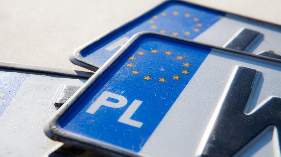 Zwolnienia w Starostwie Powiatowym w Kielcach. Urzędnicy pomagali pośrednikom rejestrującym auta?