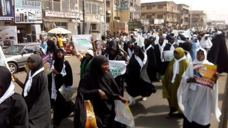 ‪Members of Islamic movement in Nigeria (IMN) also known as Shiites have protested,  demanding an unconditional release of their leader, Sheik Ibraheem El-Zakzaky.